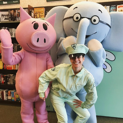 Mo Willems' Pigeon and friends have been traveling across the country in the annual #ThankORama celebration this month! But don't worry, they haven't let Pigeon drive the bus.